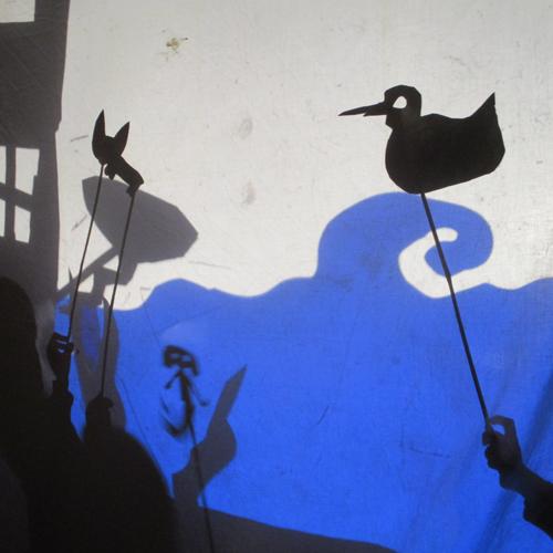 Conte et théâtre de marionnettes d'ombre