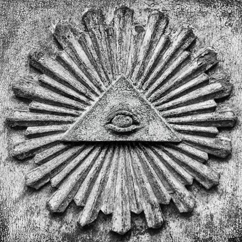 Le complotisme dans l'Histoire : éclairages et nuances sur la situation contemporaine